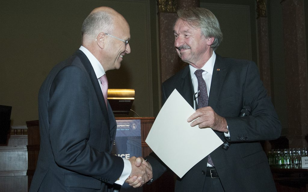 """ALLEA Prize used to set up """"Fund Lenaerts-Grimonprez"""" for a stronger EU dimension at school"""